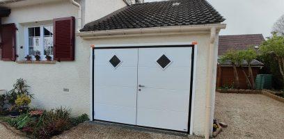 Porte de garage MOOS avec portillon | Agence de Mareuil-lès-Meaux