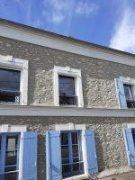 Fenêtres et volets bleus | Agence de Coulommiers